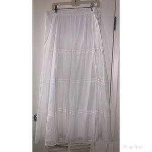 Old Navy Long White Peasant Skirt